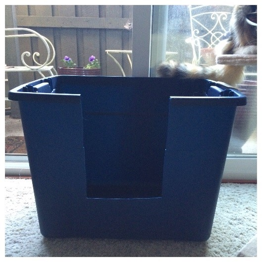 Blue litter box bin with a cutout